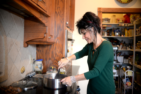 Rosemarie Aquilina, Judge of the 30th circuit court in Ingham Country, making a beef, vegetable and potatoe stew in her kitchen. Saturday December 8, 2018. (Photo by Viviana Pernot)