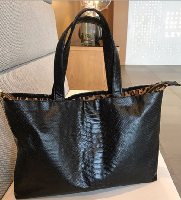 Classic tote by Mira Estell